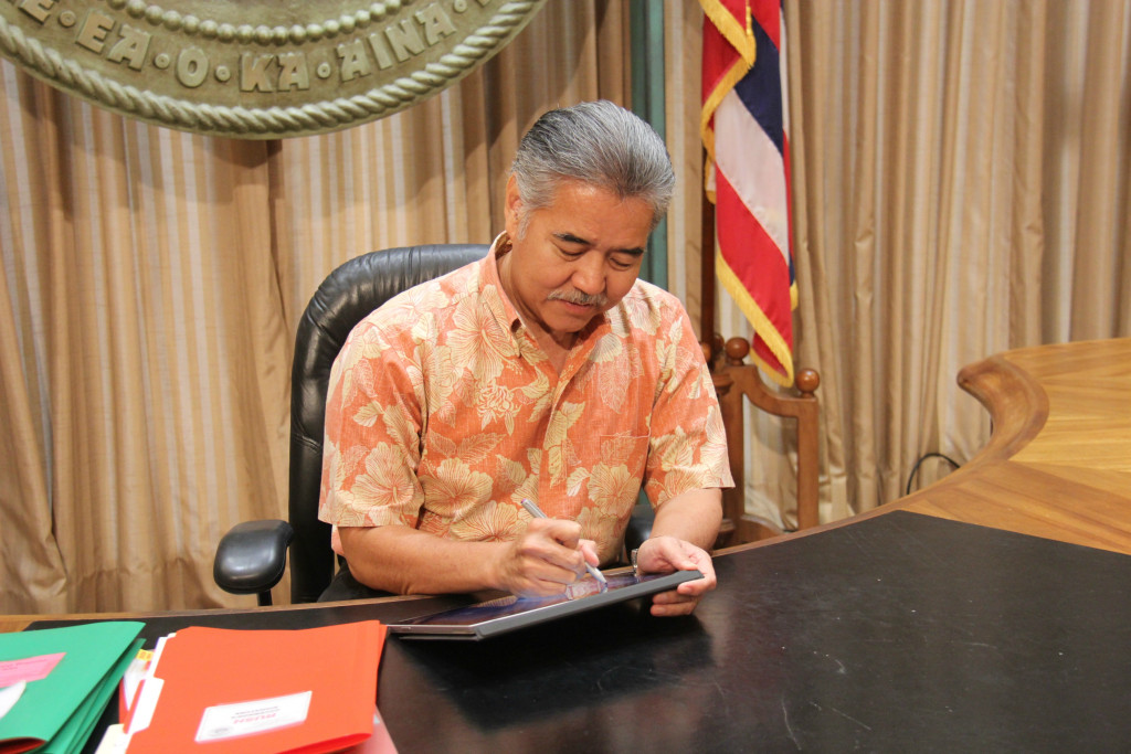 Above: Hawaii Governor David Ige signs order instructing departments to submit documents using an electronic routing form template.Image Credit: State of Hawaii